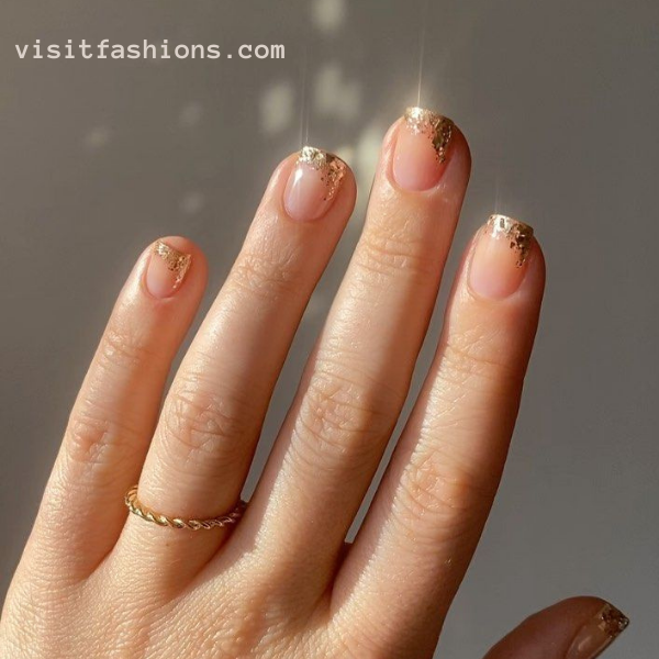 Golden tips nail art