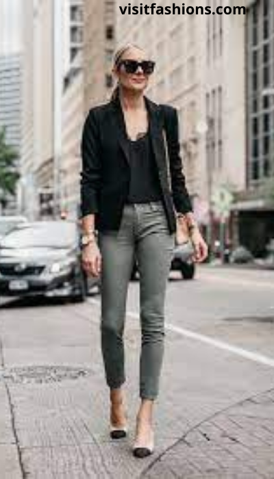 PRINTED BLOUSE WITH TROUSERS, BELT, AND PUMPS